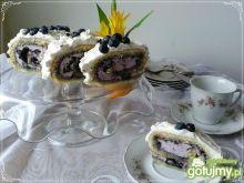 Szafranowa rolada z fioletowym wnętrzem