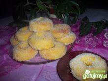 Szafranowo-marchewkowe pączki z dziurką