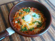 Szakszuka - jajka w aromatycznym sosie
