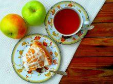 Szarlotka z połówkami jabłek
