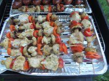 Szaszłyki drobiowe z pieczarkami i papryką