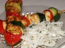 Szaszłyki indycze z papryką i cukinią
