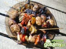 Szaszłyki kolorowe z kuleczkami mięsa
