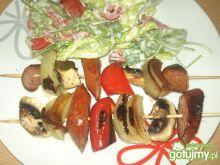 Szaszłyki z kiełbasą i warzywami