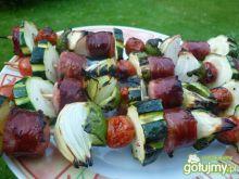 Szaszłyki z kiełbasy i warzyw