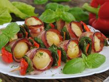 Szaszłyki z młodych ziemniaków