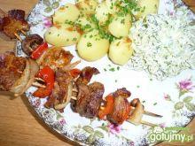 Szaszłyki z ziemniaczkami i mizerią