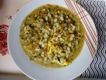 Zupa szczawiowa z serkiem topionym i kaszą pęczak