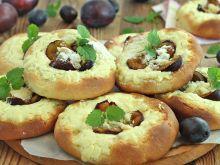 Szneki z serem i śliwką