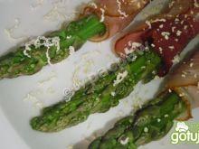Szparagi grillowane w otulinie