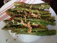 Szparagi na masełku z bułką tartą i wędzonym serem