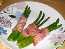 Szparagi skrepowane...boczkiem:)