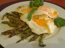 Szparagi w bułce tartej z jajkiem sadzonym