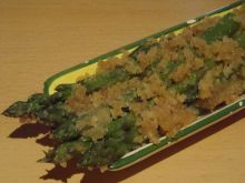Szparagi z bułką tartą