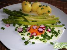 Szparagi z jajkiem i młodymi ziemniakami
