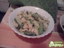 Szparagi z makaronem i kurczakiem
