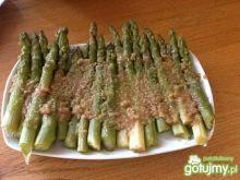 Szparagi z masełkiem i bułką tartą
