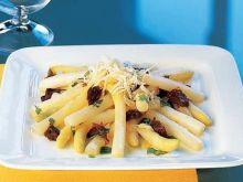 Szparagi z serem i pomidorami