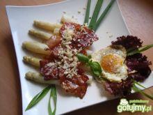 Szparagi z szynką szwarcwaldzką.