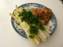 Szparagi z wody z grillowaną piersią kurczaka