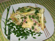 Szparagi zapiekane w jajecznicy