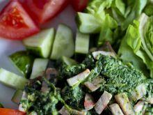 Szpinak na ciepło z szynką i warzywami