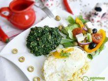 Szpinak z płatkami z jajem i sałatką