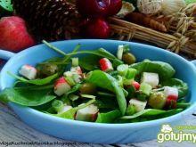 Szpinakowa sałatka z oliwkami zielonymi