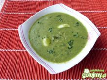 Szpinakowa zupa z kaszą i jajkami