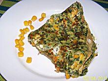 Szpinakowy omlet z twarogiem i kukurydzą