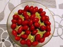 Szybka sałatka z brokułami, szynką i pomidorkami