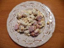 Szybka sałatka z tortellini i parówkami