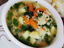 Szybka zupa krupnik na porcjach rosołowych