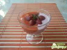 Szybki deser jogurtowo-truskawkowy