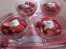 Szybki deser truskawkowo - jogurtowy
