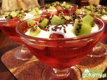 Szybki deser z mrożonych truskawek.