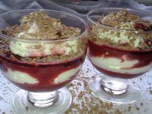 Szybki deserek wiśniowy z bitą śmietaną