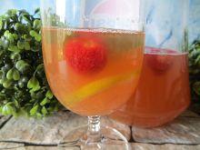 Szybki napój z mięty i truskawek