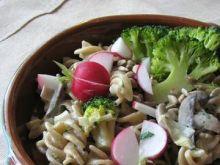 Szybki obiad z makaronem i warzywami
