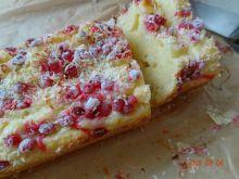 Szybkie ciasto z czerwoną porzeczką i kokosem