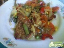 Szynka duszona z warzywami