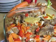 Szynka w czosnku i majeranku otulona warzywami