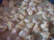 Szynka wieprzowa w sosie cebulowym