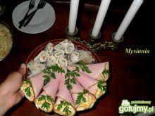 Szynkowe roladki z warzywną sałatką