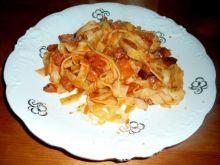 Tagliatelle z kiełbasą i pomidorami