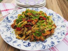 Tagliatelle z kurczakiem i warzywami