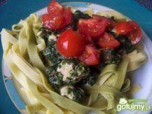 Tagliatelle ze szpinakiem i pomidorkami