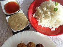 Tajskie kulki mięsne z sosem orzechowym