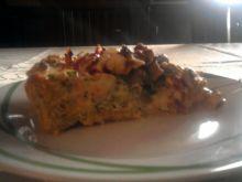 Tarta na słono z kurczakiem, brokułem i dodatkami