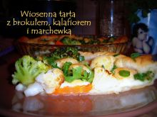 Tarta wiosenna z brokułem i kalafiorem